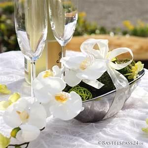 Fotoecke Hochzeit Selber Machen : tischdeko f r hochzeit mit orchideen in silberne keramikschale s ~ Markanthonyermac.com Haus und Dekorationen