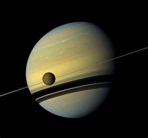 Saturnus is one of the main female protagonists of the series. Titan verwijdert zich veel sneller van Saturnus dan gedacht