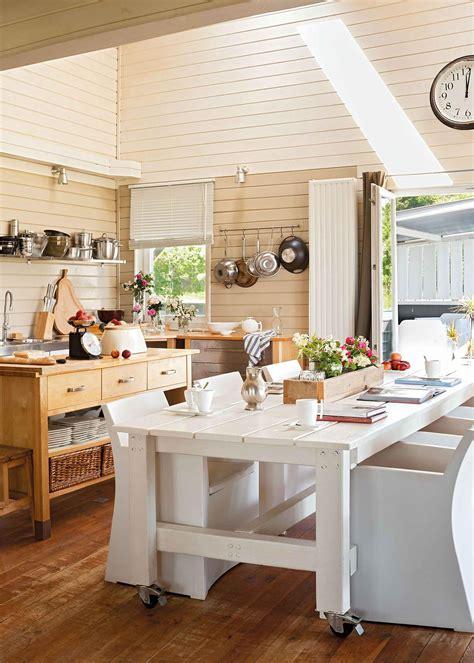 cocinas en blanco  madera bonitas calidas  luminosas