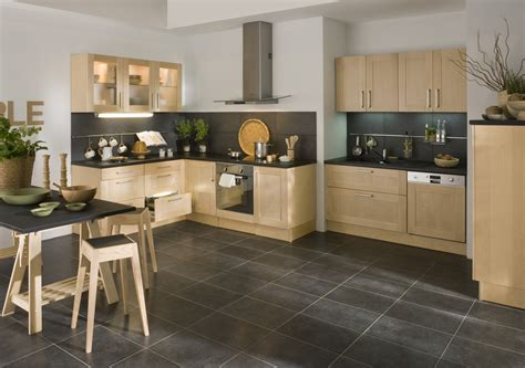 le de cuisine cuisine noir avec plan de travail bois cuisine