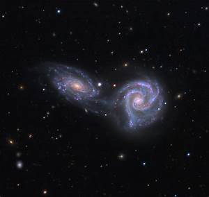 When Galaxies Collide: Photos of Great Galactic Crashes ...