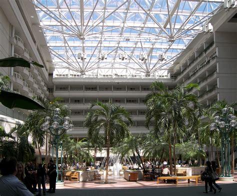 File:Orlando international airport atrium.jpg - Wikimedia