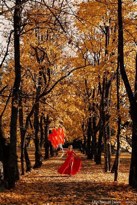 Santa I Individuāla fotosesija rudenī sarkanā kleitā I Fotogrāfs Uģis Nagliņš