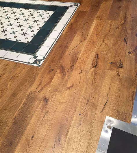 Holzboden Auf Fliesen by Tolle Kombination Aus Parkett Eiche Mit Fliesen In