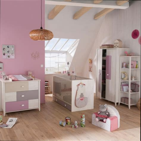 decoration chambre bebe fille photo best chambre bebe mansardee photos ridgewayng com
