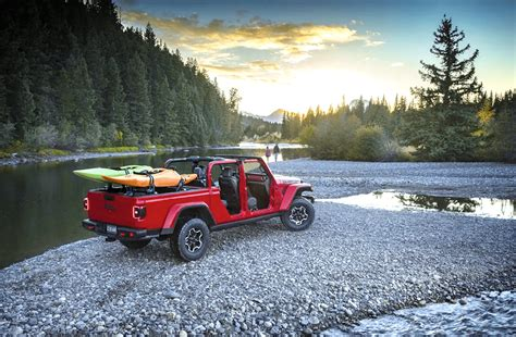 world debut  jeep gladiator   pickup outdoor