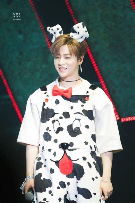 foto jinhwan jay ikon  keren  tampan petelagi
