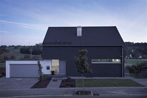 Moderne Häuser Schwarz by Garage Direkt Am Haus Mit 252 Berdachtem Eingang Hausihaus