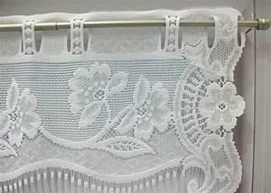 Rideau Dentelle Romantique : petit rideau blanc esprit dentelle fleurie petit rideau pr t poser petit rideau en bande ~ Teatrodelosmanantiales.com Idées de Décoration