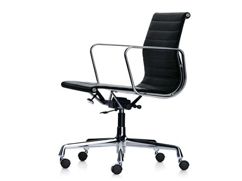 chaise de bureau vitra buy the vitra eames ea 117 aluminium chair at nest co uk