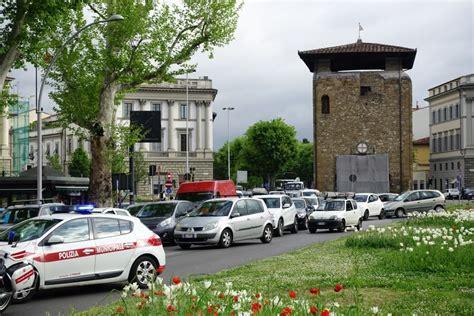 si鑒e auto firenze auto si ribalta in viale giovine italia 1 di 1 firenze repubblica it
