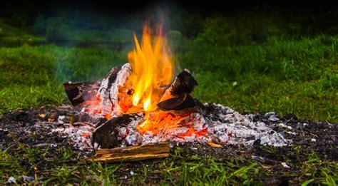 offenes feuer auf eigenem grundstück ist lagerfeuer im eigenen garten erlaubt das gartenmagazin