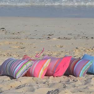Coussin De Plage : coussin gonflable de plage et taie ray e rose relax jambo ~ Teatrodelosmanantiales.com Idées de Décoration