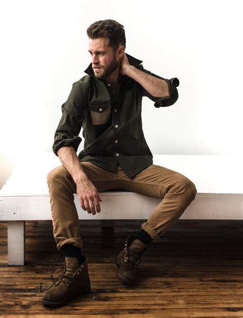 khaki oberteil kombinieren pin by lookastic on khaki chinos in 2019 khaki olive shirt brown leather boots