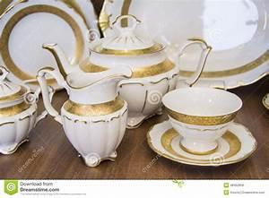 Service A Vaisselle : service th dinant blanc de vaisselle photo stock image 48452856 ~ Teatrodelosmanantiales.com Idées de Décoration