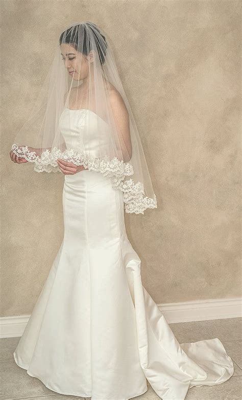 Fingertip Length Drop Veil With Lace Edge Ivory White