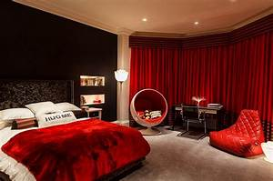 23 bedrooms that bring home the romance of red for Black and red bedroom ideas