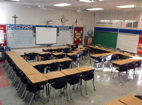 best desk arrangement for classroom management 59 best מקום משחקי שולחנות images on pinterest