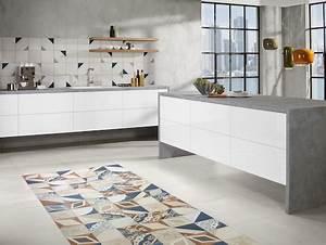 Moderne Fliesen Küche : akzente mit farbigen fliesen ~ A.2002-acura-tl-radio.info Haus und Dekorationen