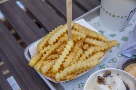 View reviews, menu, contact, location, and more bu sayfaya yönlendiren anahtar kelimeler. Shake Shack Is Officially Open In The Short North