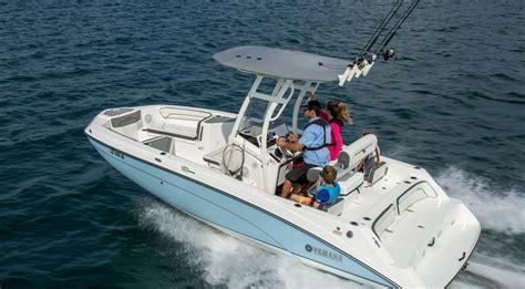 Driving Yamaha Boat by 210 Fsh Sport Yamaha Boats
