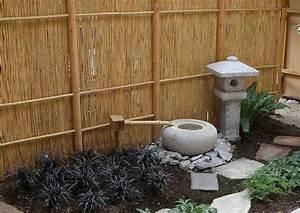 Kleiner Japanischer Garten : sichtschutzmatten aus rinde oder bambus anwendung im garten gestaltungsidee blickdichter ~ Markanthonyermac.com Haus und Dekorationen