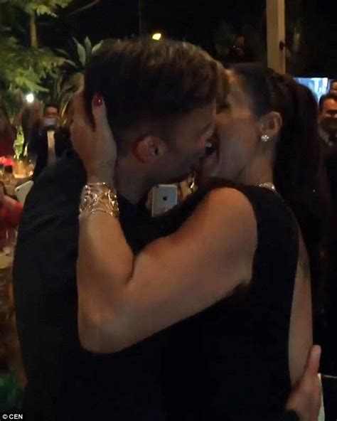 actress kiss fans ricky martin δε φαντάζεστε πόσα χρήματα πλήρωσε μια