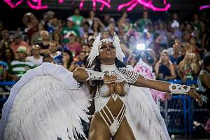 Evelyn Bastos in 2017 Rio Carnival - Day 2 1 of 9 - Zimbio