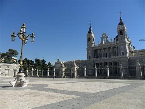 turisti per caso madrid madrid cattedrale viaggi vacanze e turismo turisti per