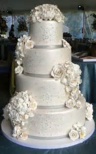 wedding cake pictures winter wedding cake ideas weddingelation