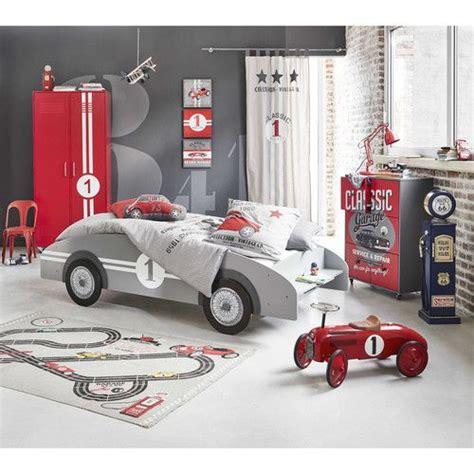 chambre garcon voiture 1000 idées sur le thème lit enfant voiture sur