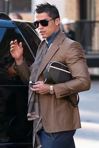 Comment porter une sacoche homme avec du style?