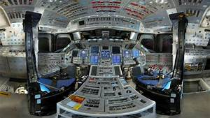 What It Looks Like Inside The Space Shuttle Discovery ...