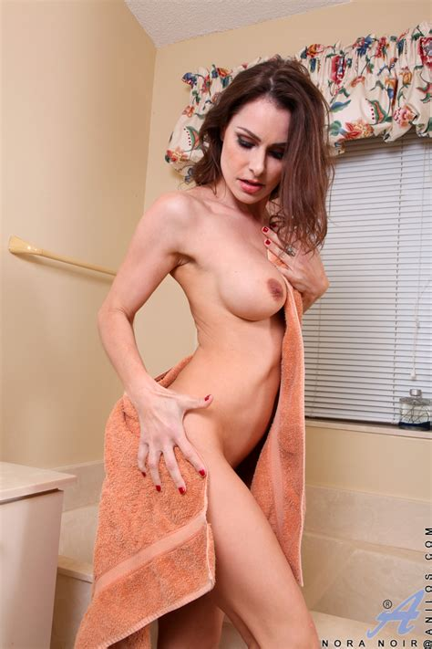 Freshest Mature Women On The Net Featuring Anilos Nora Noir Hot Cougars