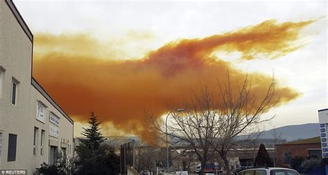 toxic orange cloud created  nitric acid explosion