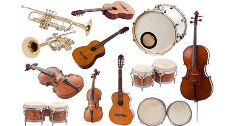 Ciri khas pada jenis musik ini teletak pada isilagu dan instrumen (alat musiknya). 15 Jenis Musik Tradisional dan 13 Modern, Nusantara Indonesia Hingga Dunia