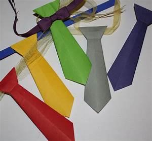 Basteln Mit Papier Anleitung : faschings krawatte aus papier falten ~ Frokenaadalensverden.com Haus und Dekorationen