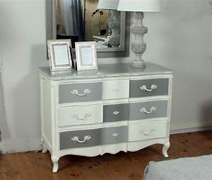 Peindre Un Meuble Ancien En Blanc : meuble peint tendance copie d 39 ancien r novation ~ Dailycaller-alerts.com Idées de Décoration
