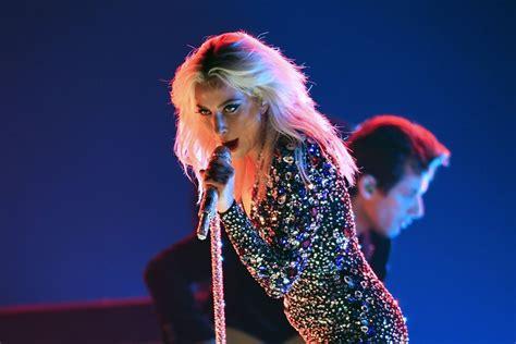 "Lady Gaga And Bradley Cooper Performing ""shallow"" Videos  Popsugar Entertainment Uk"