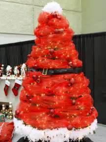 decorating a santa themed christmas tree themed christmas decorating ideas