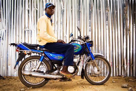 Zemidjan: taxi-moto de Cotonou (Bénin) • Geoffrey Fritsch ...