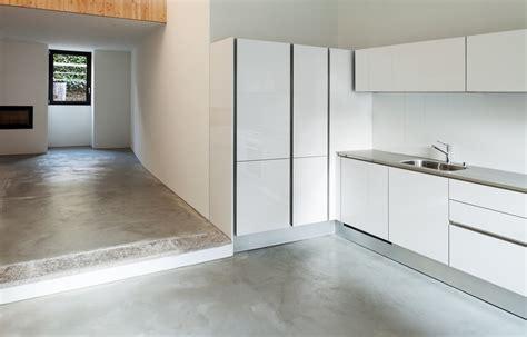 Betonnen Gietvloer Keuken by Betonvloer In De Keuken Dit Moet Je Weten