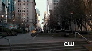 The Flash Extended Trailer Reintroduces Us To Barry Allen ...
