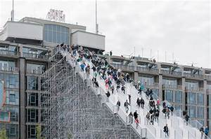 高さ29メートルの巨大階段がオランダ・ロッテルダムに突如出現!これって一体ナニ…? | TABIPPO.NET [タビッポ]
