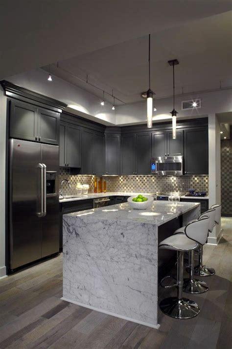 amour dans la cuisine idée relooking cuisine meubles gris dans la cuisine avec