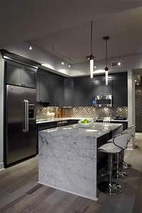 Idee relooking cuisine meubles gris dans la cuisine avec for Idee deco cuisine avec cuisine blanche et grise et bois