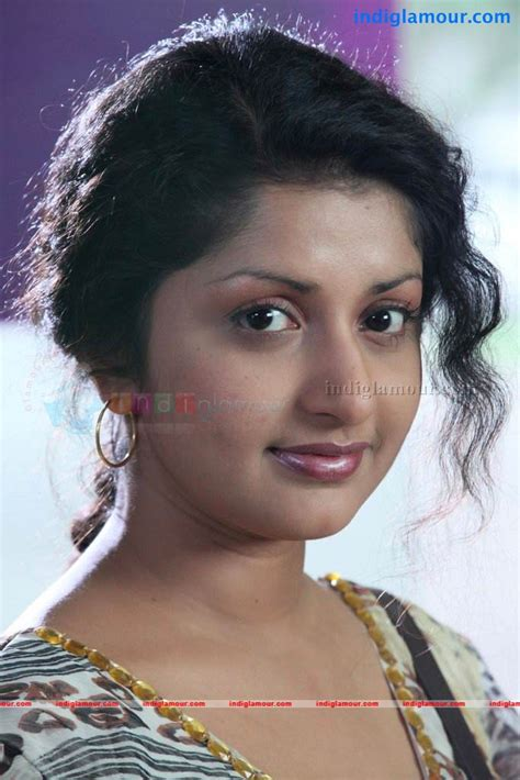meera jasmine actress  stills images pictures