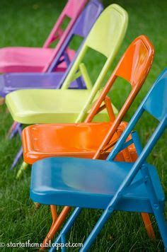 painting metal folding chairs on spray paint