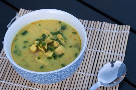 tom kha suppe thai soup with chili and garlic tom kha gai