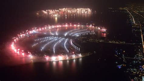 official dubai smashes largest fireworks display world